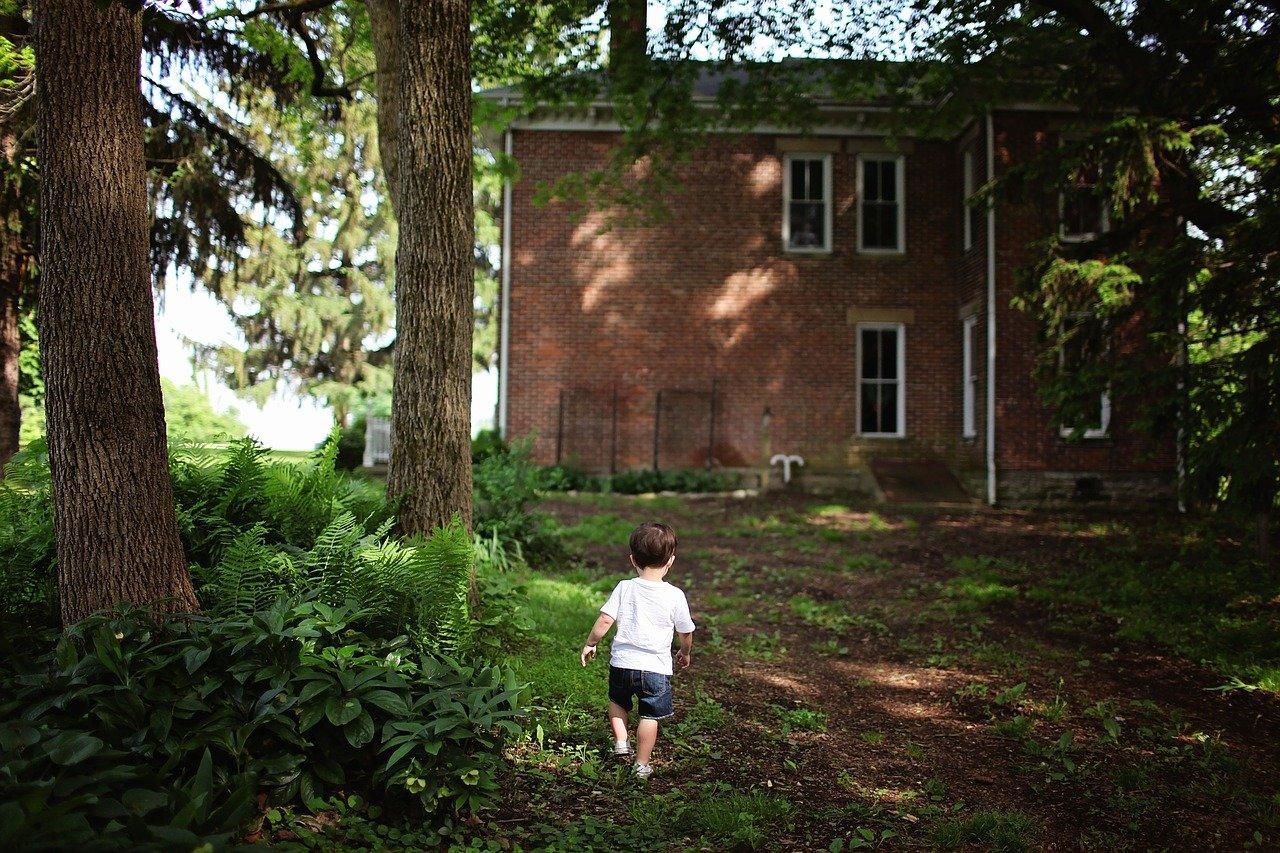 ¿A qué edad podemos dejar a los niños solos en casa